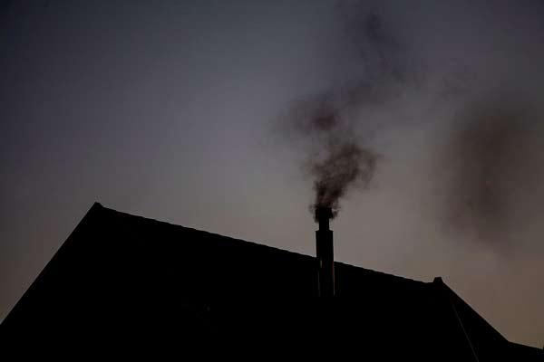 Calefacción contaminante: el giro verde europeo se bloquea en los países de renta baja